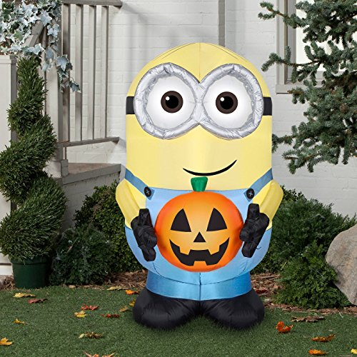 Halloween-inflatable-Minion-Dave-Holding-Pumpkin-By-Gemmy-0